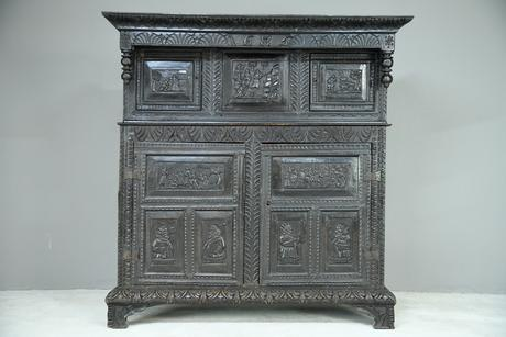 17th Century Oak Press Cupboard (1 of 8)