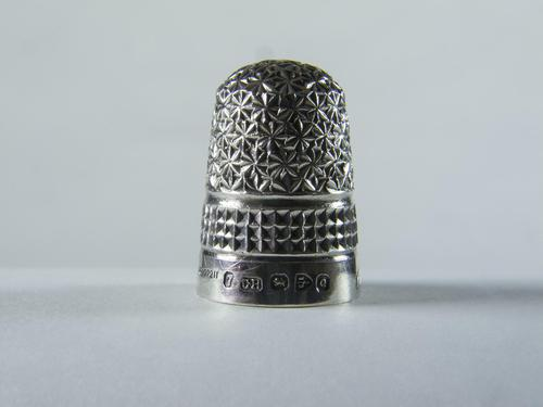Victorian Charles Horner Solid Silver Thimble (1 of 6)