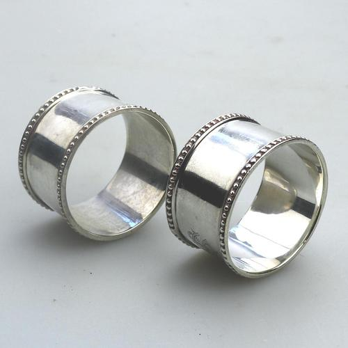 Good Grade Solid Silver Pair of Napkin Rings by Walker & Hall c.1919 (1 of 6)