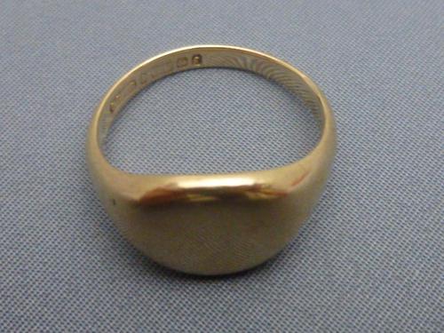 9ct gold gentlemans signet ring (1 of 5)