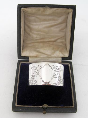 Boxed Victorian Silver Napkin Ring Engraved with Floral Festoons (1 of 5)