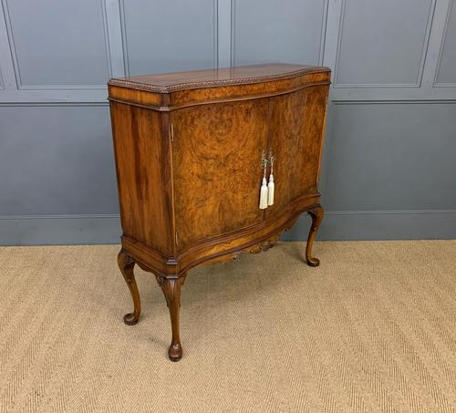 Serpentine Fronted Burr Walnut Cupboard (1 of 11)