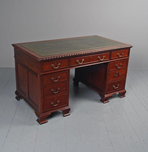 Georgian Style Mahogany Kneehole Desk (1 of 12)