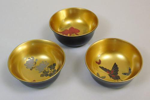 Beautiful Set of Three Japanese Lacquer Bowls (1 of 9)