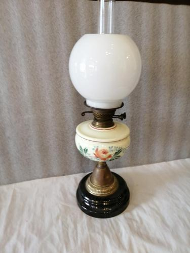 Attractive Victorian Oil Lamp (1 of 2)