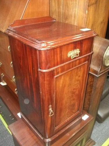 Victorian Mahogany Bedside Cupboard (1 of 2)