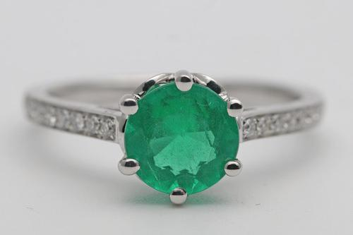 1970s Emerald and white gold diamond ring (1 of 3)