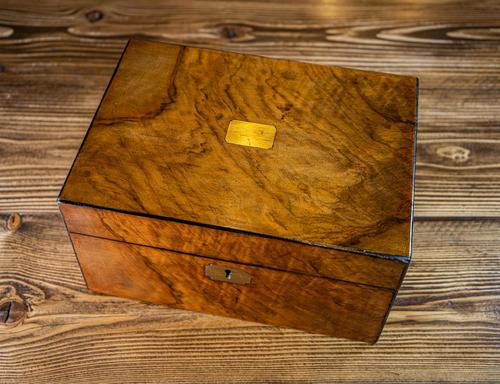 Figured Walnut Table Box c.1880 (1 of 9)
