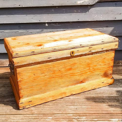 19th Century Carpenters Trunk with Shipwreck Finish (1 of 8)