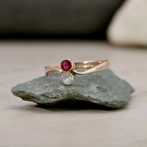 The Vintage 1922 White & Red Stone Gold Ring (1 of 4)