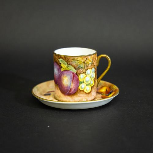 Royal Worcester Coffee Can & Saucer (1 of 13)
