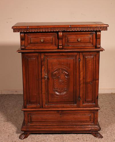 Small Italian Renaissance Credenza in Walnut c.1600 with Coat of Arms (1 of 11)