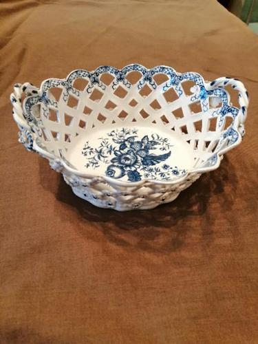Exceptional First Period Worcester Chestnut Basket (1 of 8)