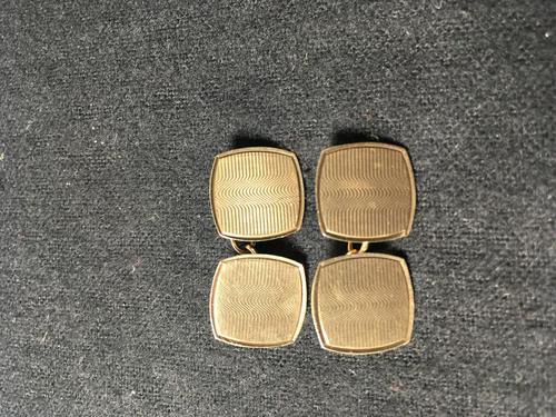 Pair of 9ct gold cufflinks (1 of 2)