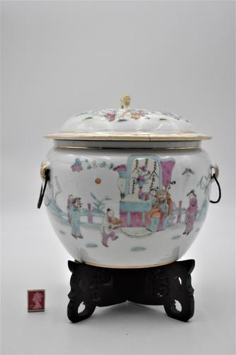 Chinese Famille Rose Pot with Lid and Stand (1 of 8)