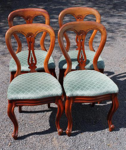 1900's Set of 4 Mahogany Hoop Back Chairs with Pop-out Seats (1 of 3)