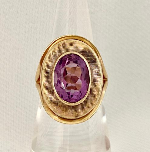 9ct and Amethyst Dress Ring. c 1960 (1 of 7)