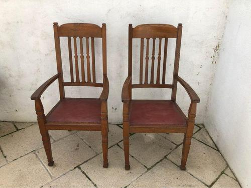 A Pair of Arts and Crafts Oak Chairs (1 of 10)
