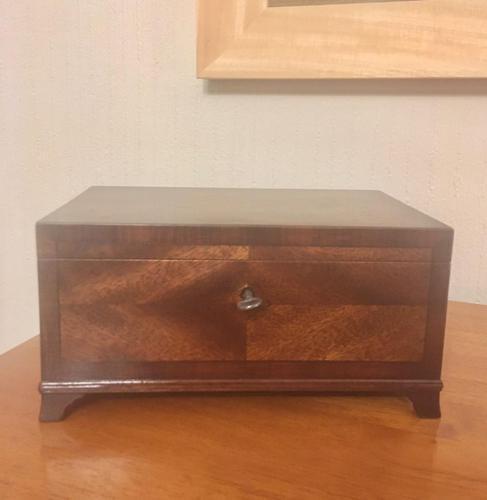 Mahogany & Maple Table Box (1 of 9)