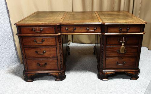 Chippendale Style Mahogany Partners Desk (1 of 9)
