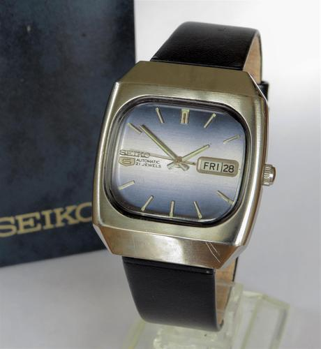 Gents Seiko wrist watch, 1977 (1 of 3)