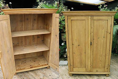 Gorgeous Old Pine 2 Door Cupboard with Shelves - Linen/ Larder/ Storage/ Food/ Wardrobe (1 of 10)