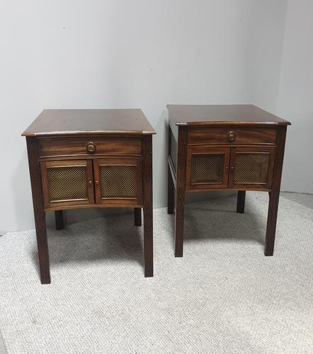 Very Good Pair of Mahogany Bedside Cabinets (1 of 13)
