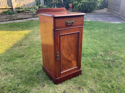 Victorian Mahogany Bedside Cabinet (1 of 4)