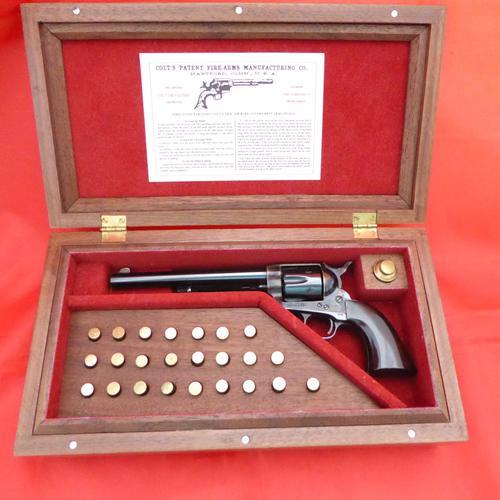 Miniature Uberti Colt Single Action Army Pistol (1 of 6)