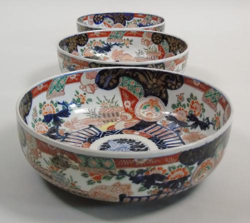 Good Set of Three Graduating Japanese Imari Bowls (1 of 13)
