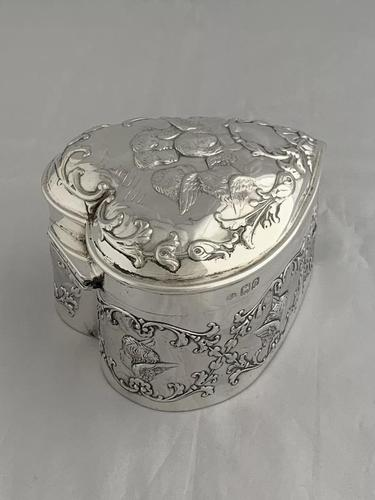 Large Victorian HEART Antique Silver Trinket / Jewellery Box 1898 W COMYNS (1 of 12)