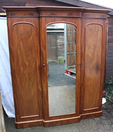 1900's Large Mahogany Mirrored 3 Door Wardrobe with Slides. (1 of 6)