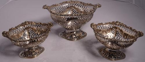 Beautiful Set of Three Matching Victorian Silver Dishes by Charles Stuart Harris, London 1899 & 1900 (1 of 13)