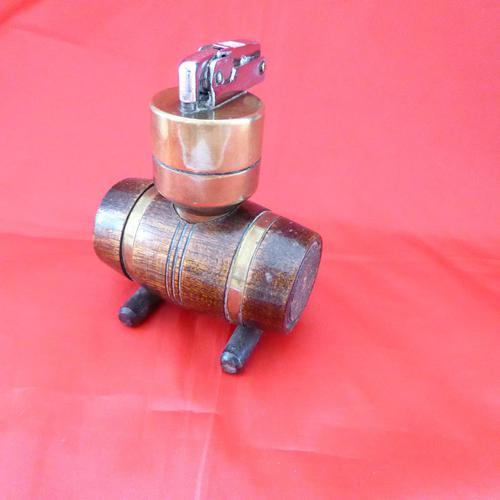 Vintage Barrel Shaped Lighter (1 of 3)