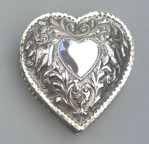 William Comyns - Good Solid Silver Novelty Heart Box c.1895 (1 of 11)