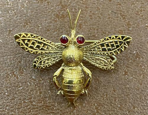 9ct Scarf Clip in the Form of a Bee (1 of 4)