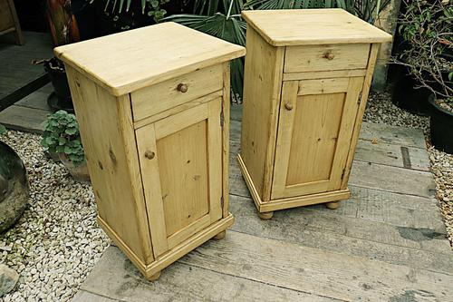 Fab! Two Matching 'will split' Old Pine Bedside Cabinets - We Deliver! (1 of 8)