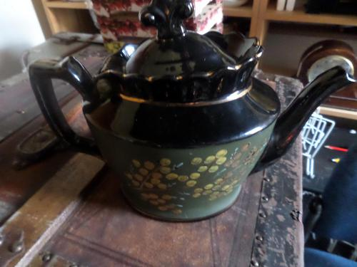 Jackfield Tea Pot. Clean--possibly a Cabinet item and not used. Nicely Decorated. (1 of 5)