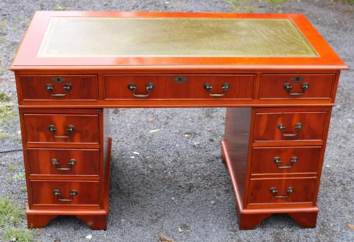 1960s Mahogany One Piece Desk with Green Leather (1 of 4)