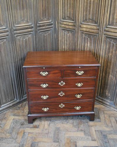 Small Georgian Mahogany Chest of Drawers (1 of 7)