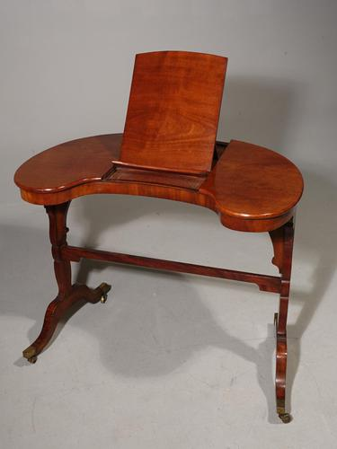 Rare and Beautifully Figured George III Period Kidney Shaped Reading / Writing Table (1 of 5)