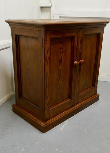 Sturdy 19th Century Pitch Pine 2 Door Cupboard (1 of 8)