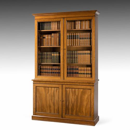 Very Good Early 19th Century Bookcase of Good Size (1 of 6)