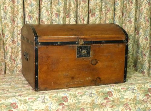 Petite Pine Travelling Trunk with Domed Top (1 of 5)
