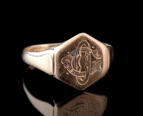 Antique 18ct gold signet ring (1 of 12)