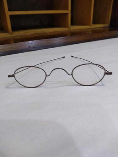 Thin Metal 'W' Bridge Spectacles with a case (1 of 3)