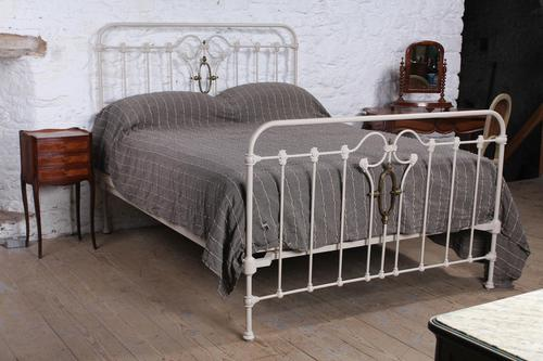 Very individual and fashionable king size bed (1 of 7)
