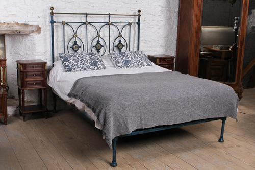 Handsome Victorian no End King Size Bed (1 of 9)