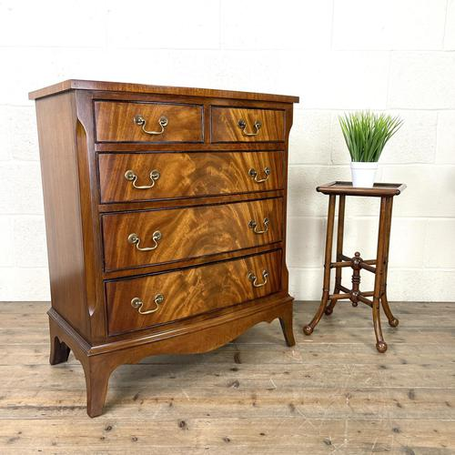 Small 20th Century Walnut Chest of Drawers (1 of 10)