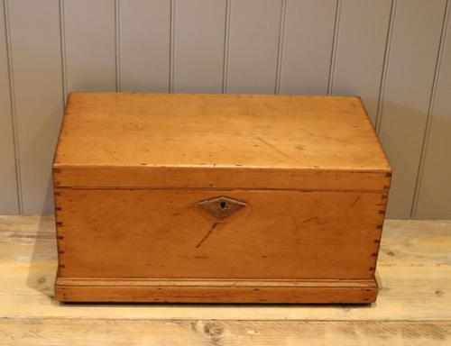 Late Victorian Pine Chest c.1880 (1 of 9)